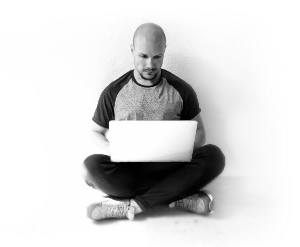 Enrique-gonzalez-tamayo-disenador-grafico-desarrollador-web-foto2